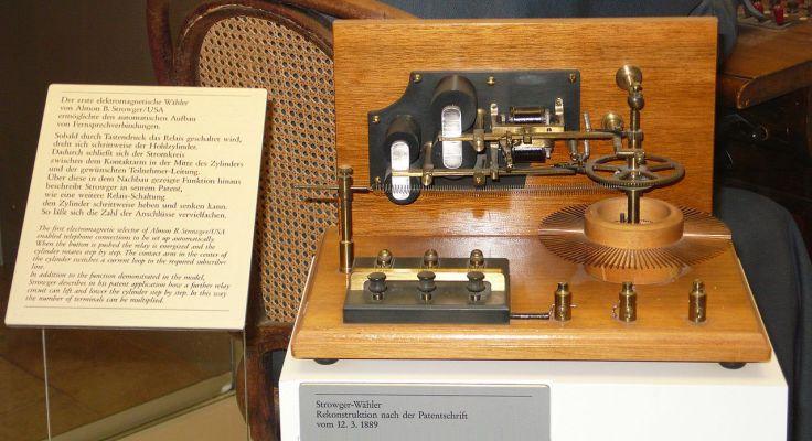 Primer selector electromagnético desarrollado por Almon Brown Strowger, hoy en un museo alemán.